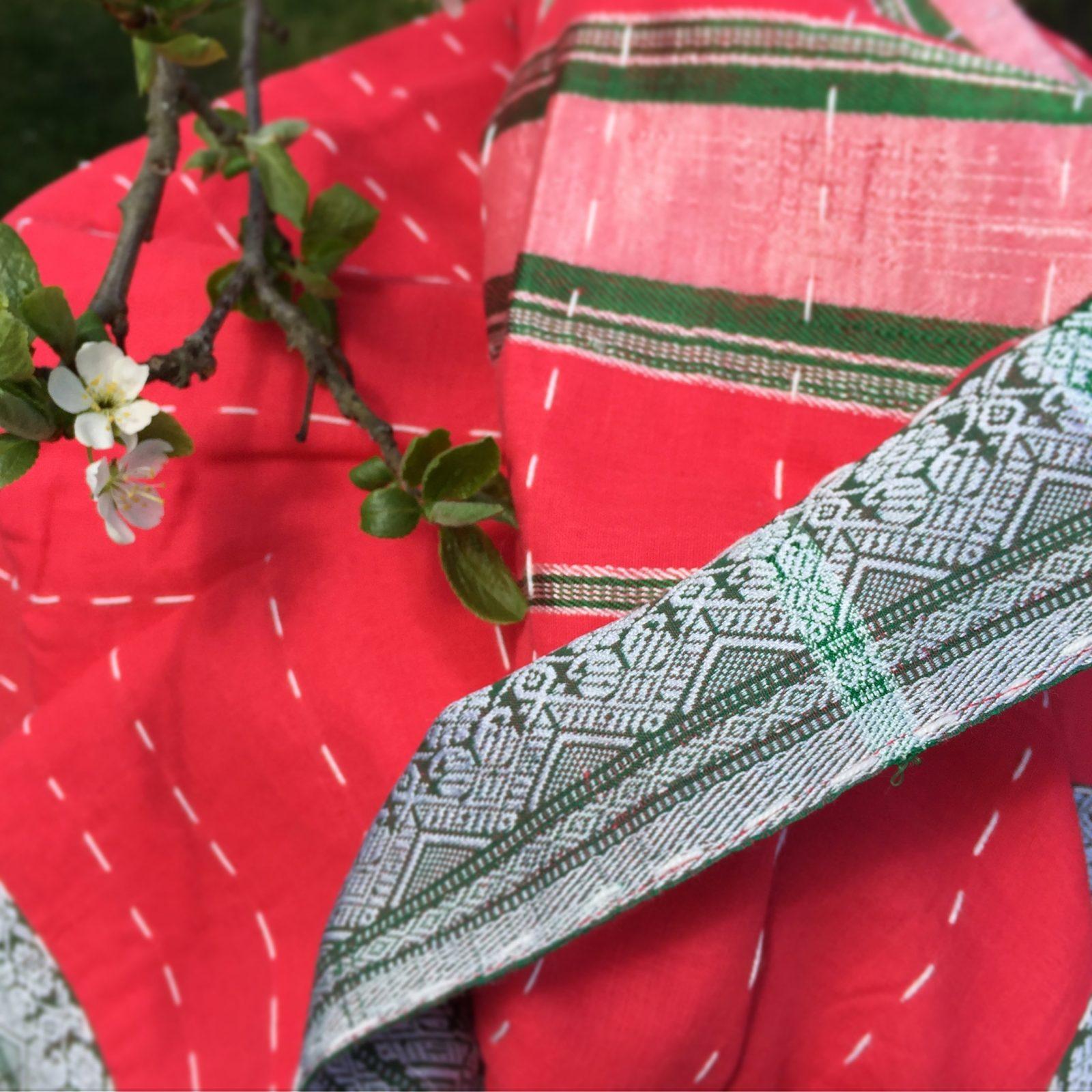 Indiskt överkast - filt -pläd - röd
