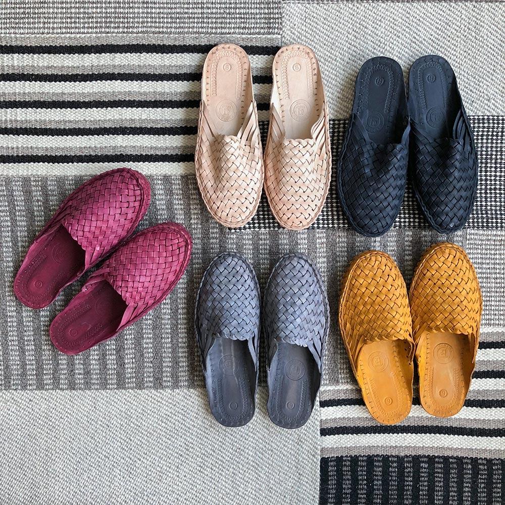 Handgjorda indiska tofflor i läder