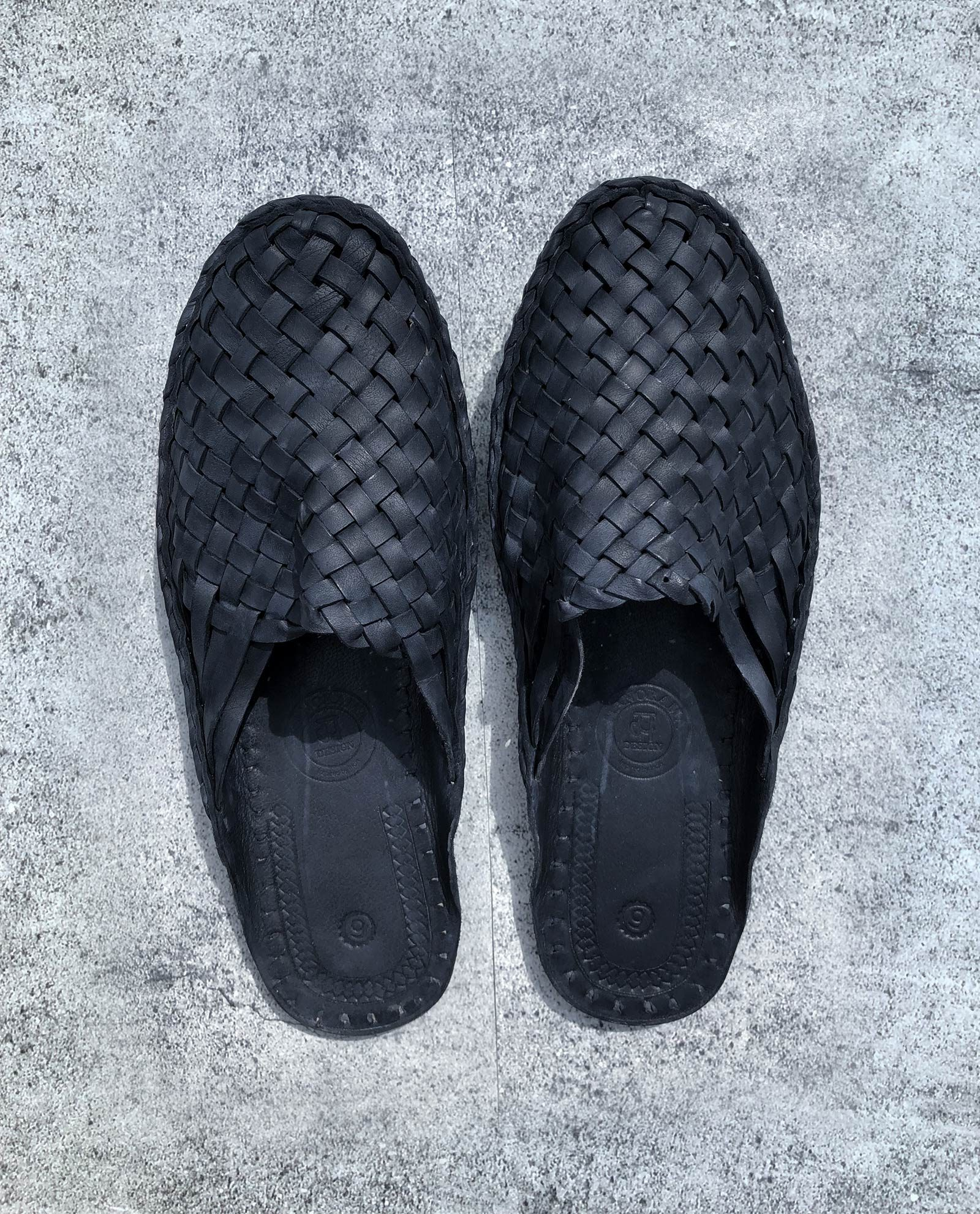 Indiska tofflor i läder - svart