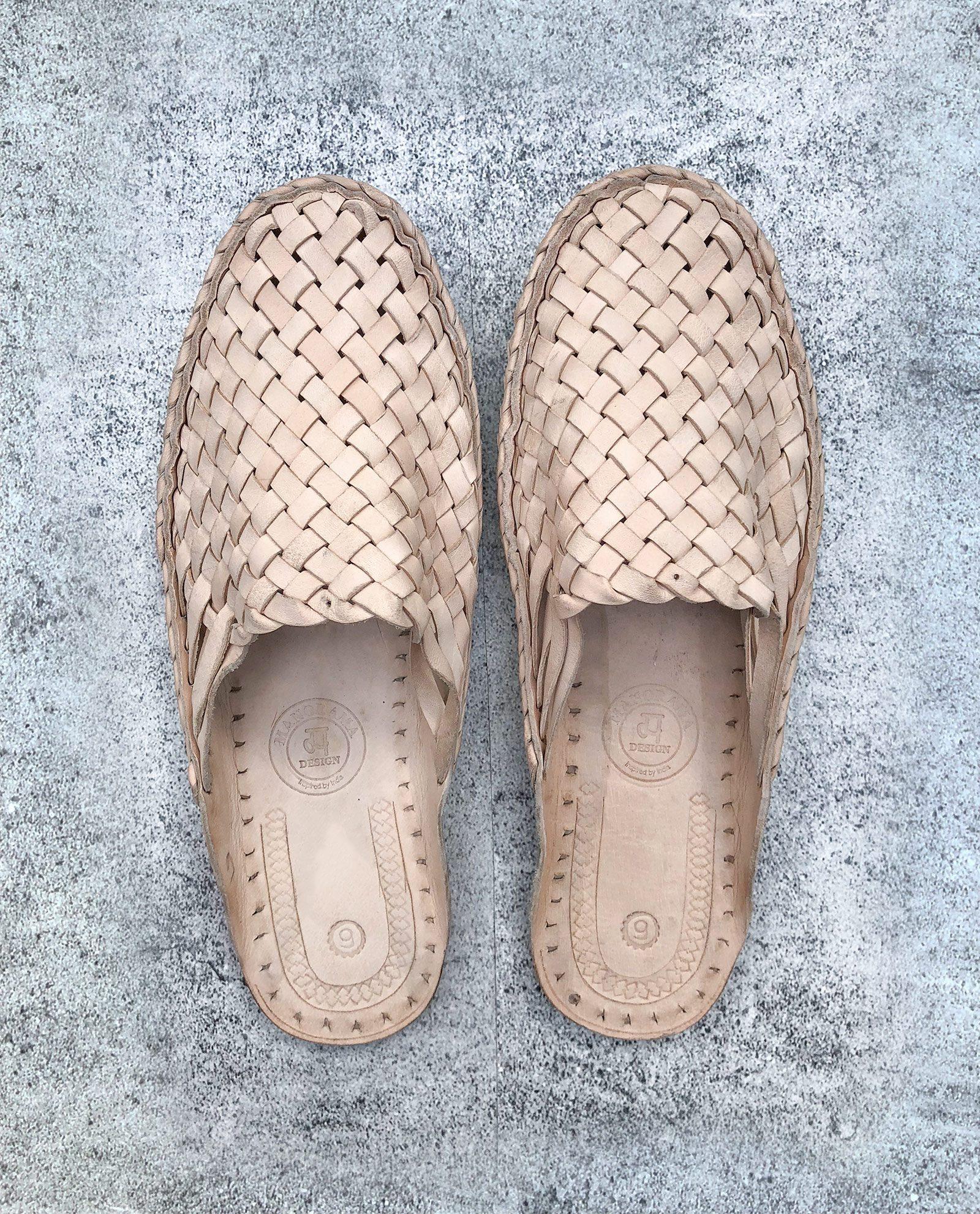 Indiska tofflor i läder - natur
