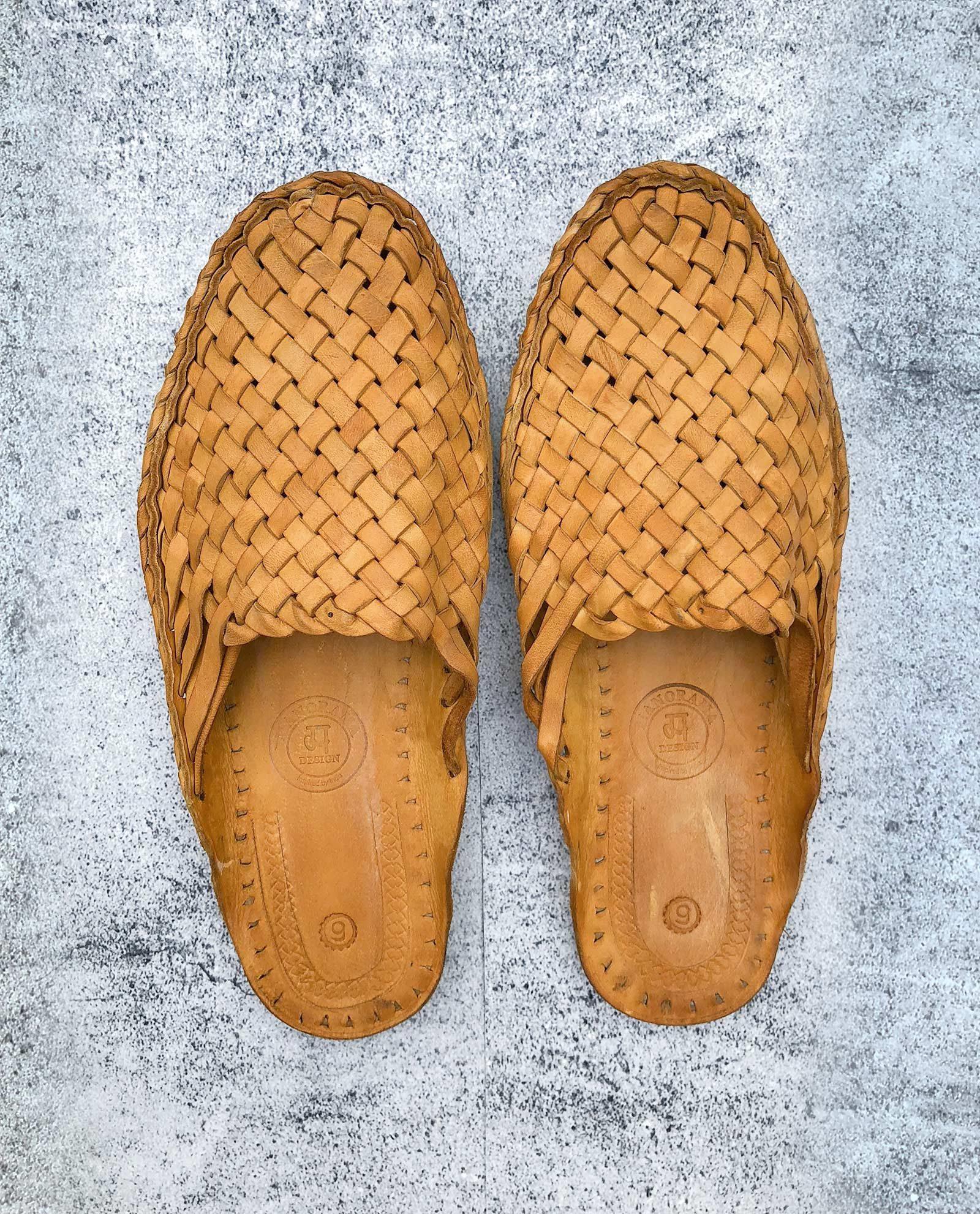 Indiska tofflor i läder - gula